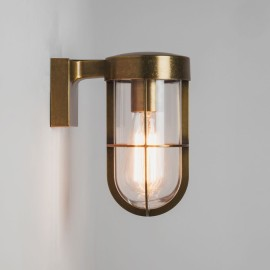 Cabin Wall Lantern in Antique Brass with Clear Glass Diffuser IP44 using 1 x E27/ES 60W Astro 1368003
