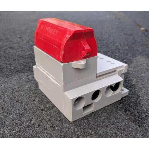 Henley Series 7 Single Pole Isolator and Neutral & Earth Fitted with Red Solid Link Carrier