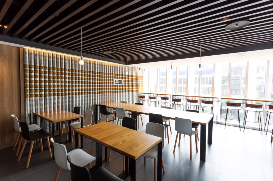You can have a great LED strip lighting system for a restaurant or a meeting area