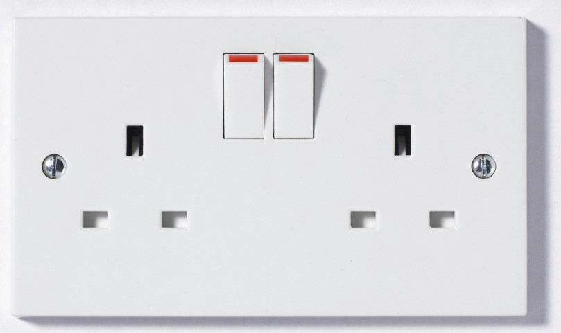 922b 2 Gang 2 Way 13a Switched Double Socket Square Edge